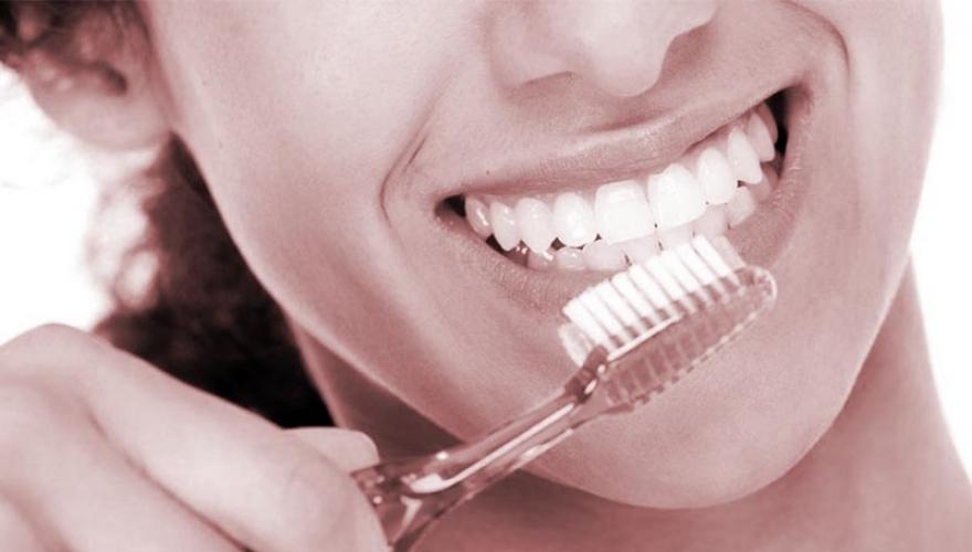 Conheça os principais erros na hora de escovar os dentes